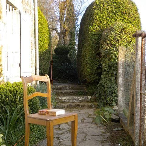 pad naar tuin langs huis